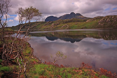 Loch Veyatie. (Gordie Broon.) Tags: trees summer mountain nature water clouds reflections landscape geotagged photography scotland fishing scenery alba scenic escocia burnt sutherland graham schottland ullapool ecosse lochinver suilven assynt scottishhighlands inchnadamph elphin coigach sutherlandshire canoneos40d lochveyatie coth5 gordiebroon scottishwesternhighlands