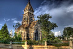 Oakland Cemetery: Richards Mausoleum (side view) (StGrundy) Tags: city atlanta friedhof cemetery graveyard architecture georgia carved nikon memorial cementerio historic gargoyle southern cemitrio gargoyles chimera hdr gargouille grotesque batwings grgola lionhead cimetire oaklandcemetery 3xp nationalregisterofhistoricplaces photomatix cimiteri tonemapped eagletalons d80 backyardshots richardsmausoleum stgrundy roberthrichards hqfrench