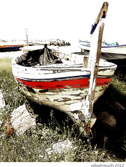 old, weathered, and forgotten.... (epicture's) Tags: old summer beach boat decay vilassardemar 2011 3214