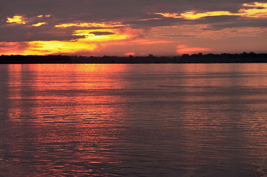 Золото Джунглей, разлитое в Амазонке. Амазонка, Перу 2011 © Kartzon Dream - авторские путешествия, авторские туры в Перу, тревел видео, фототуры