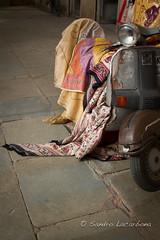 Indian scooter (Sandro_Lacarbona) Tags: voyage trip travel india bike indian scooter moto backpacker indien jaipur sandro rajasthan inde routard tourdumonde tetedechatcom lacarbona