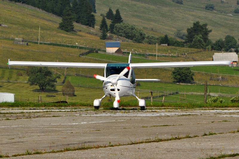 Suceava, Vatra Dornei - Aerodromul Floreni (LRFL) - Pagina 6 5919190107_127ff5c68b_o
