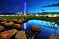 New North Bridge, Taipei (iron wang) Tags: bridge blue nightsky 2011 tanwan newtaipeicity nikon16354g newnorthbridge