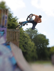 High Flyer at The Level (4foot2) Tags: life street city uk portrait people urban blur lensbaby canon photography focus brighton bokeh candid streetphotography streetlife streetphoto canon5d lensbabies f4 peoplewatching streetshot selectivefocus highflyer thelevel interestingpeople eos5d brightonstreetart customaperture doubleglass lensbabycomposer 4foot2 candidportrate 4foot2flickr 4foot2photostream fourfoottwo