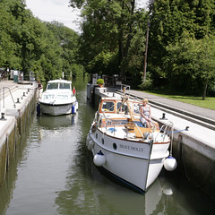 HURLEY LOCK (Adam Swaine) Tags: county uk blue trees england sky green english water beautiful rural canon river landscape boats countryside wooden village britain villages east locks riverbank berkshire riverthames 1740mm waterside hurley counties naturelovers 2011 englishrivers thisphotorocks adamswaine mostbeautifulpicturesmbppictures wwwadamswainecouk