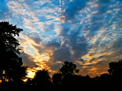 Cloudy Sunset (* Fred T *) Tags: sunset sky cloud sun holland netherlands silhouette clouds zonsondergang cloudy air nederland wolken sunny fred lucht zon bewolkt clouded wolk gelderland bewolking lichtenvoorde fredt madfred