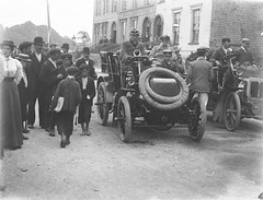 Motoring on The Mall (National Library of Ireland on The Commons) Tags: ireland driving 9 august friday waterford munster daimler themall 1900s milne newsboy glassnegative chauffeur motoring 1901 goff motorcars adelphihotel arjay rjmecredy riac nationallibraryofireland royalirishautomobileclub wi1 ahpoole colonelmcgrath poolecollection arthurhenripoole sirwilliamgoffdavisgoff irishautomobileclub waterfordsteamshipoffice steamshipoffice williamgdgoff great1000mileirishtour fatherofmotoringinireland