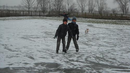 ijsschaatsen op de weide