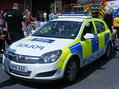 (1198) Video - Cheshire Constabulary - Police - Vauxhall Astra - Response Car - DK10 AZZ (Call the Cops 999) Tags: car station port fire day open cheshire july police led astra battenburg vauxhall response lightbar ellesmere 2011 constabulary dk10azz
