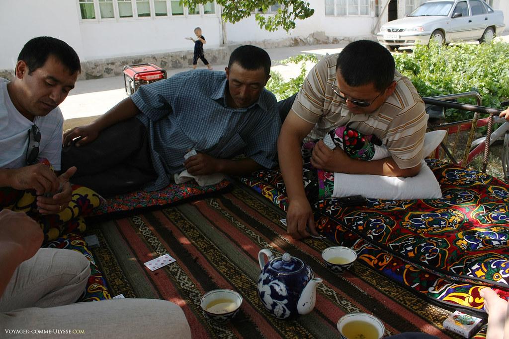 Jeux de cartes après le déjeuner