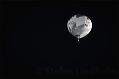 Up! (B&W) (Fi20100) Tags: sky blackandwhite bw canon eos balloon hotairballoon canonef70200mmf4lusm 40d canoneos40d