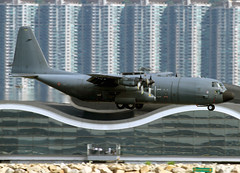 Lockheed | C-130H-30 | Hercules | French Air Force | 5151 / 61-PH | Hong Kong | HKG | VHHH (Christian Junker | PHOTOGRAPHY) Tags: china plane canon hongkong eos airport asia aviation landing ala 7d lockheed hkg 100400mm hercules sar turboprop c130 clk planespotting cheklapkok militaryaircraft armedelair 5151 frenchairforce vhhh flickraward 25r c130h30 tacticaltransport franceairforce 3825151 61ph