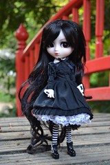 Isore | Pullip Bloody Red Hood Custom (Zoo*) Tags: brown white black green doll noir outdoor vert cancan pullip custom marron blanc custo brun brh isore cancanwig rewigged d3100 bloodyredhood sticaoutfi