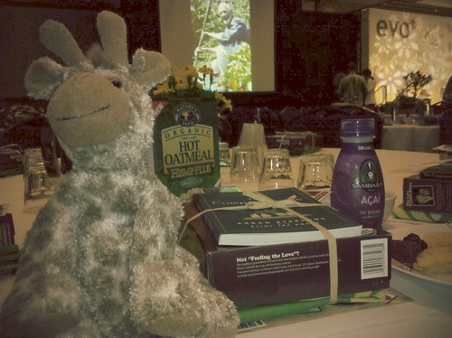 Enjoying a @NaturesPath breakfast w my no-name giraffe. #evoconf