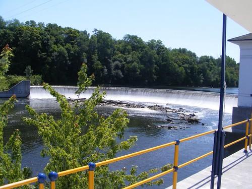 Lock dam