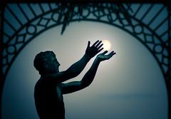 Reach for the moon (96dpi) Tags: moon silhouette statue bronze mond hands skulptur sanssouci potsdam schlosspark hnde
