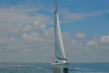 e33 Bow Run (Sydney by Sail) Tags: yacht run bow hunter e33