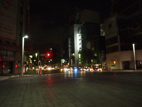 明け方の無人銀座四丁目交差点