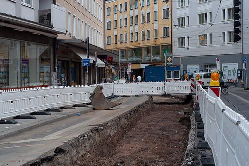 Nur ein Gleis wird in der Müllerstraße saniert. Das zweite folgt erst im Oktober.