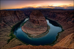 Horseshoe Bend (timo.frey) Tags: sunset arizona sky usa southwest color reflection nature lines america river landscape us sandstone colorado sonnenuntergang unitedstates desert natur az canyon page coloradoriver western canon5d horseshoe curve amerika fluss landschaft farbe sandstein spiegelung lakepowell wste glencanyon felsen kurve abendrot schleife horseshoebend nordamerika ef1740mmf4lusm hufeisen usroute89 timofrey kingbend