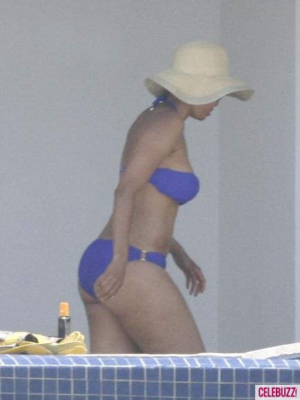 Tyra-Banks-Bikini-11-435x580