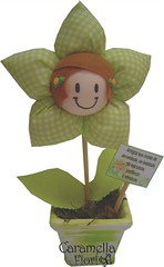 Flor Menina Verde (Caramella Fiori) Tags: flores artesanato batizado fuxico aniversário decoração 15anos nascimento maternidade presentes lembrancinhas flordetecido caramellafiori