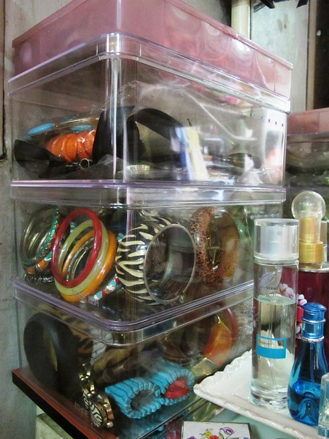 Organizing Vanity Dresser (18)