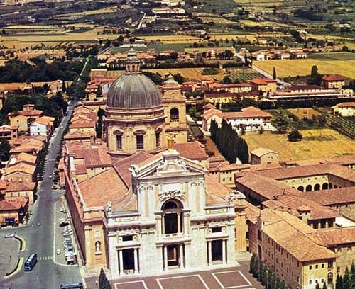 Vista aerea de la Basilica con el Convento al lado