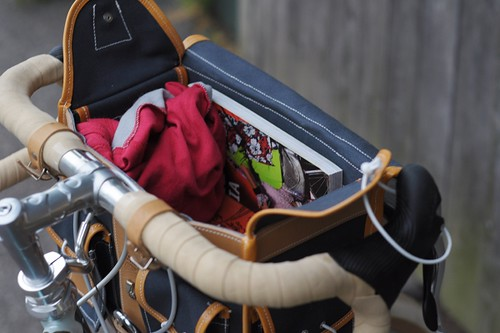 Berthoud Handlebar Bag, Books and Clothing