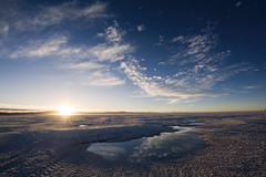 Salar de Uyuni (tigrić) Tags: travel white southamerica sunrise landscape energy salt bolivia andes saltflats altiplano lithium salardeuyuni southwesttour photographyforrecreationeliteclub