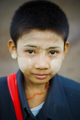 Boy looking - Myanmar (Andy Scott Chang Photography) Tags: andy scott taiwan taichung myanmar burmese taiwanese miaoli chang bagan changhua kinpun yuanli hongkiu