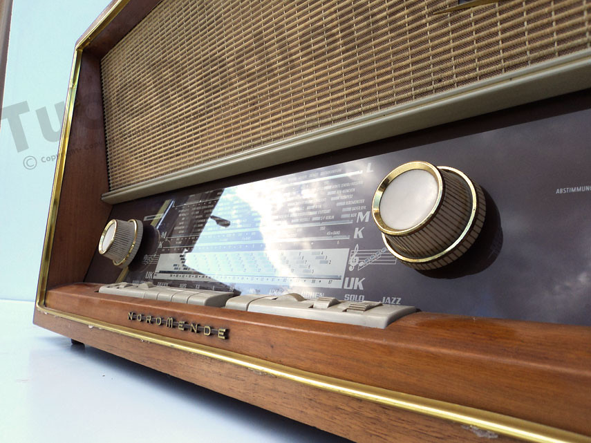 Antique Tube Radio Nordmende Carmen ECLL800 Lorenz