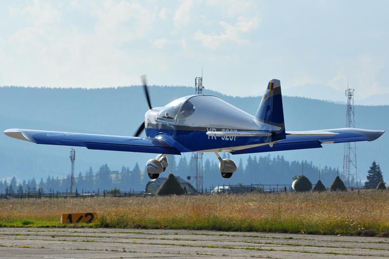 Suceava, Vatra Dornei - Aerodromul Floreni (LRFL) - Pagina 6 5919187103_b10c5c0870_o