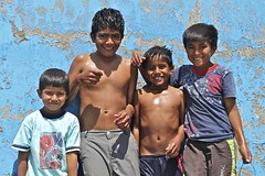 Niños de Punta Cabo Blanco , Perú (alobos Life) Tags: boy cute blanco peru boys del children outdoors cabo el niños perú alto niño enjoying peruvian bellos piura caboblanco peruanos talara