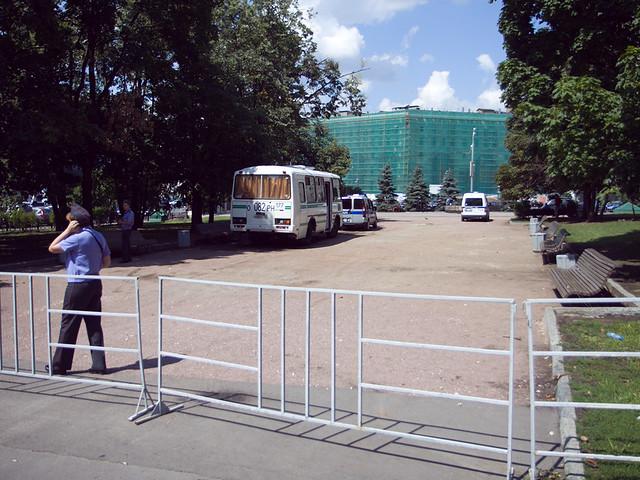 Полиция блокирует сквер на Лубянке у Соловецкого камня