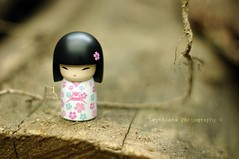 meet Hitomi ({Leythiana}) Tags: pink light cute japan japanese doll dof little pentax sweet bokeh rosa naturallight kimono hitomi boke giappone luce 50mmf14 giapponese sfocato sfocatura lucenaturale bambolina sooc straightoutofcamera allrightsarereserved kimmidolls kimmidoll pentaxk20 leythiana  tuttiidirittisonoriservati
