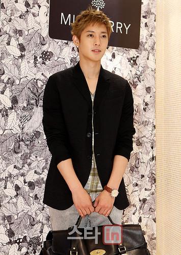 Kim Hyun Joong Mulberry Falls/Winter Presentations [110721] starin01