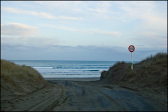Ninety Mile Beach entrance, speed limit 100 km/h !