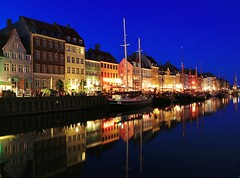 Nyhavn Copenhagen/Kbenhavn Blue Hour (Maria_Globetrotter) Tags: night copenhagen denmark july clear bluehour mermaid kbenhavn amalienborg 2011 hyhavn regionwide