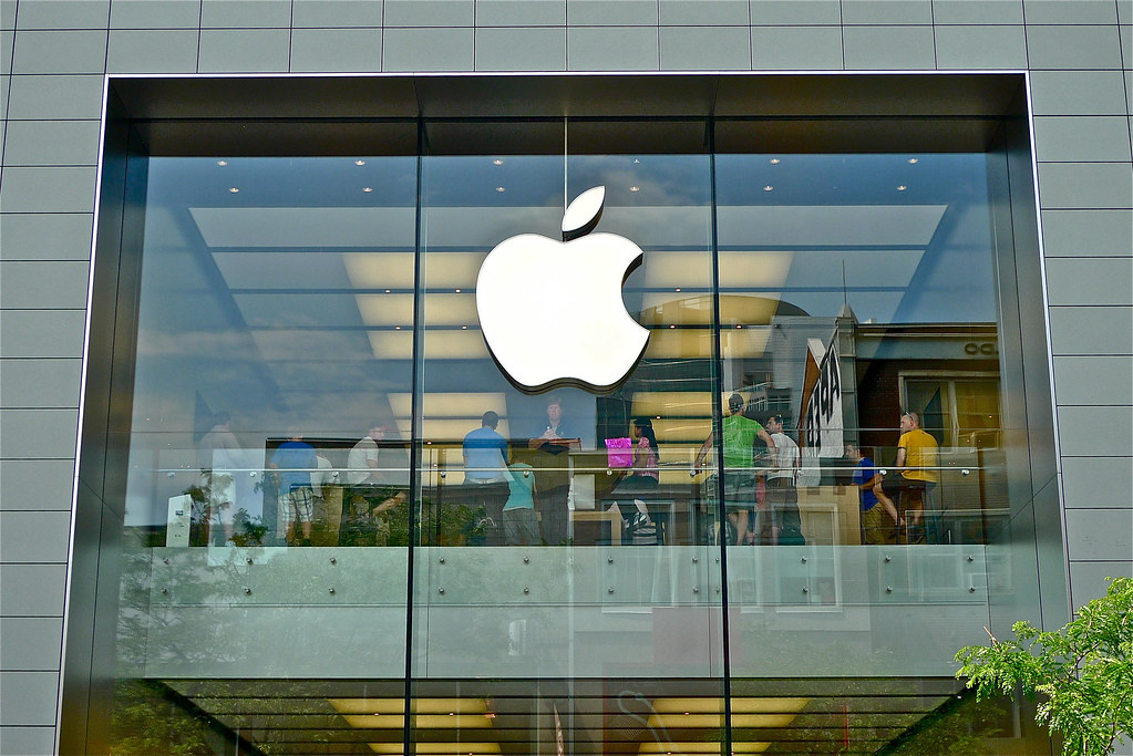 Copyright Photo: Downtown Montreal - Apple Store - Ste. Catherine by Montreal Photo Daily, on Flickr