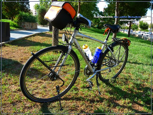 Bicicletas listas para hacer el Camino 5992127298_f87d50e86b