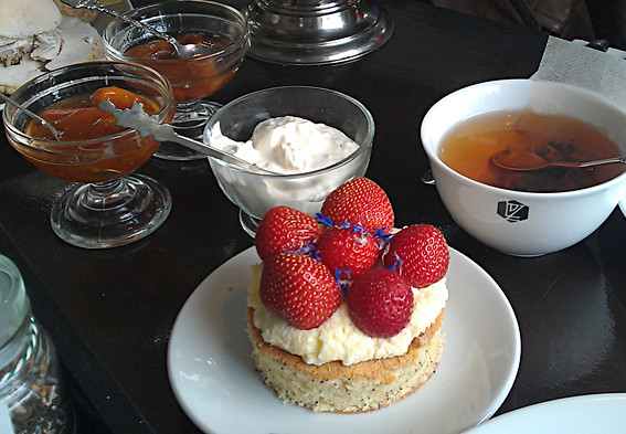 Afternoon tea at Lof der Zoetheid