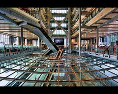 Inside the Dragon | HSBC Building | Hong Kong (I Prahin | www.southeastasia-images.com) Tags: china glass metal architecture hongkong interior chinese bank headquarters normanfoster fengshui fusion hsbc sar hongkongbank 1queensroad gettyimagessoutheastasiaq2