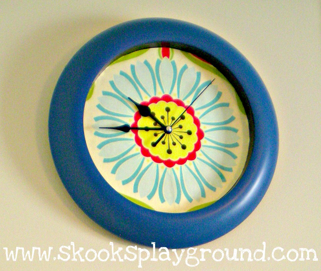 Pop Daisy Clock Detail