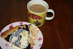 once more.. bilberry pie with vanilla sauce and coffee with milk (Elsa Kurppa) Tags: cooking pie baking homemade moomin mug muumi baked bilberry littlemy mumin 2011 blbr mustikka vacciniummyrtillus  pikkumyy lillamy elsakurppa