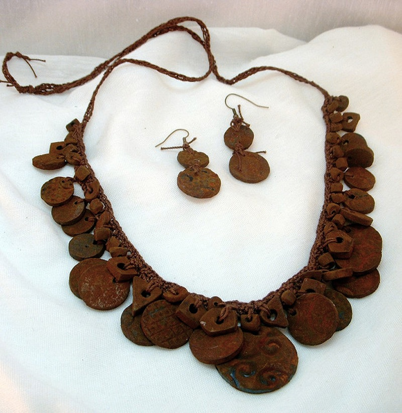 DIY rust effect painted necklace 2