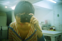 我的寶貝。Cosina CX-2 (vickie abby) Tags: selfportrait film myself filmcamera macau 自拍 我 cosinacx2 澳門 solarisiso200 vickieabby
