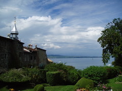 Lunch with a view, Yvoire (c_e_s) Tags: france lakegeneva yvoire
