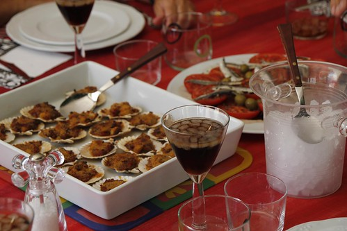 Vermouth ante unas volandeiras