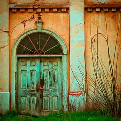 Una puerta olvidada (Cretaceo) Tags: chile textura rural puerta niceshot iglesia campo cerrado viejo abandonado grietas quintaregin quilpu rugoso top20doors losperales anawesomeshot awardflickrbest degastado